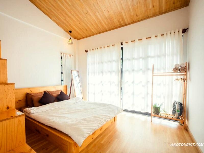 Không gian phòng ngủ lãng mạn tại homestay Chái Bơ
