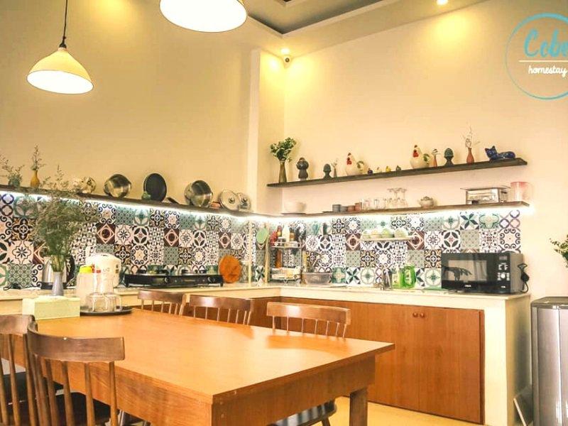 Cobe homestay có nhà bếp chung để tự nấu ăn