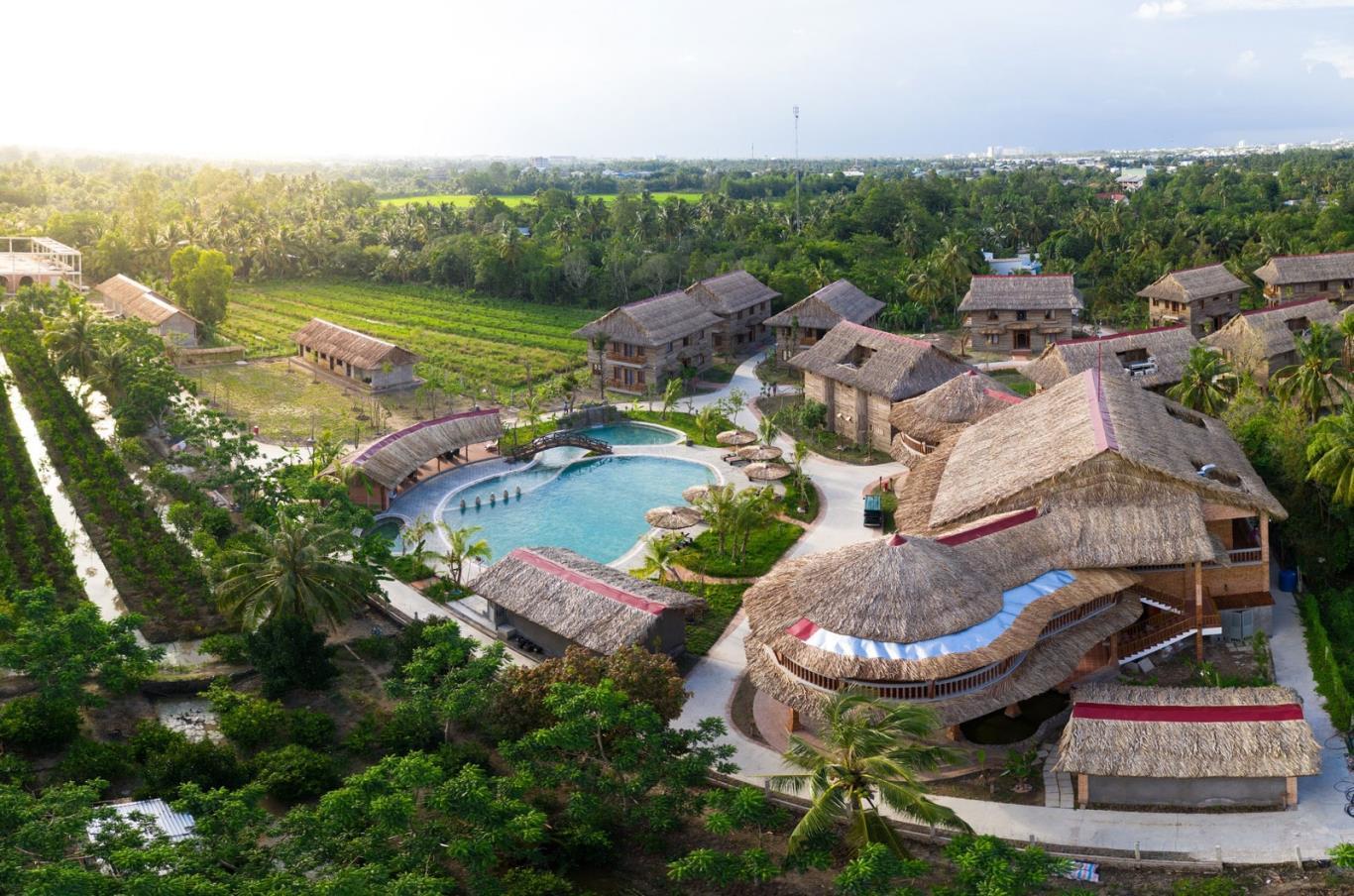 Một khu nghỉ dưỡng giữa ruộng lúa mênh mông ở Miền Tây