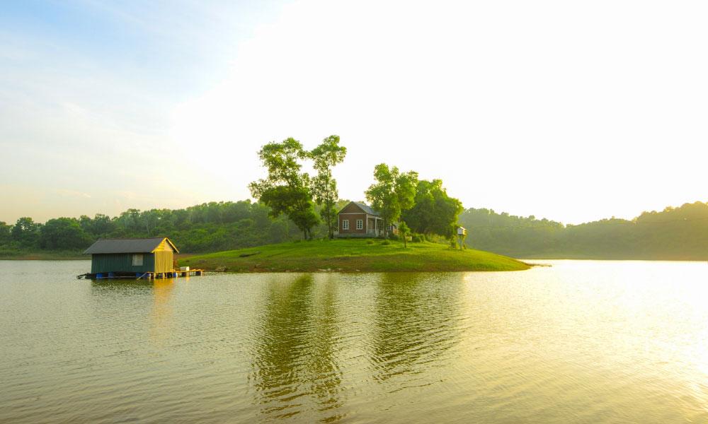 Hồ Đồng Mô cũng là địa điểm hấp dẫn du khách của Sơn Tây