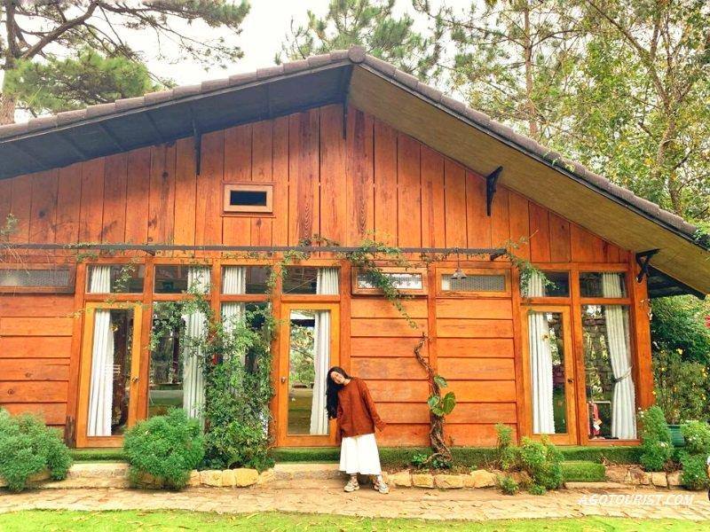 In the pines có nhà gổ lãng mạn, sân vườn đẹp rất thích hợp với cặp đôi